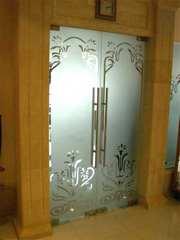 Двери распашные,  раздвижные из стекла под заказ